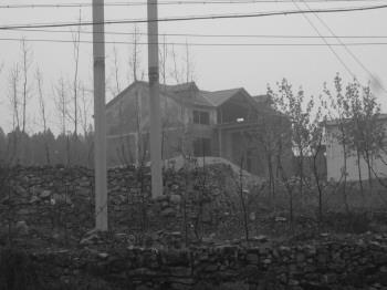 山东费县原人大副主任被指毁农田东南峪建别墅(2012年图)