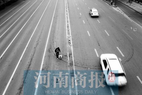 郑州近九成环卫人员为临时工无人身意外保险