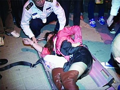 女子喝醉酒想下车回家
