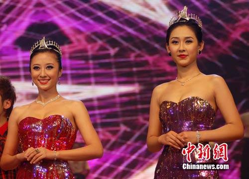 """广西 林浩/2月25日晚上,2010年亚洲小姐冠军和亚军出席""""紫荆龙情在广西..."""