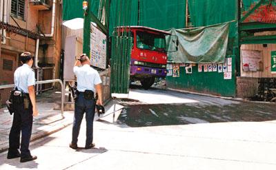 香港大学 宿舍/警员到香港大学宿舍地盘爆窃案现场调查。图片来源:香港文汇报
