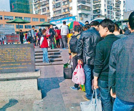 """深圳新措吸大批水货客中英街或""""沦陷""""变水货城"""