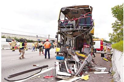 香港发生三车相撞事故37人受伤巴士司机丧生(图)