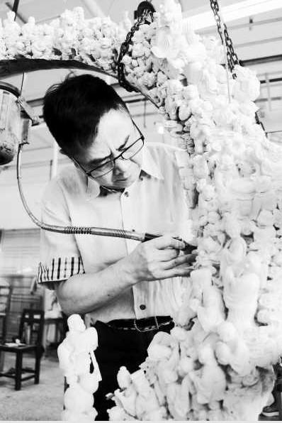 香港艺术家朱忠盛制作的猛犸牙雕弥足珍贵(图)