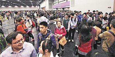 内地考生扎堆赴香港考SAT带旺香港旅游零售业