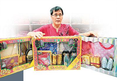 香港创新纸扎品上市 智能手机等受年轻人追捧