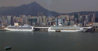 """""""双船齐泊""""首现香港邮轮码头 旅客候车仅需半小时"""