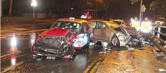 香港发生夺命车祸酿1死3伤的哥雨中撞车惨死