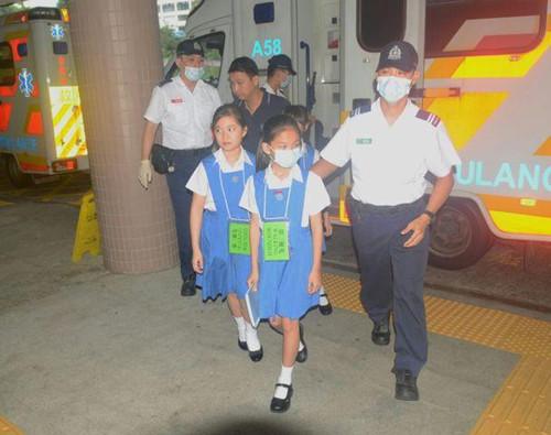 香港一隧道发生两辆校巴相撞意外11学童送院(图)