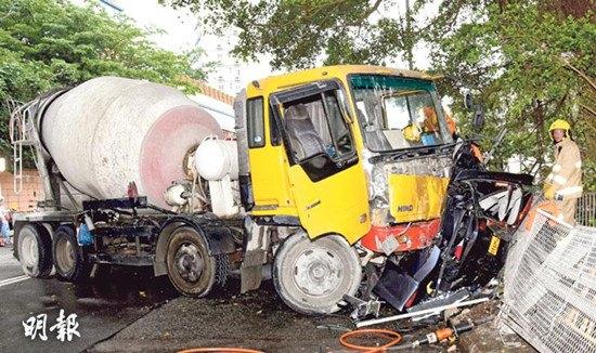 香港发生4车连环相撞交通意外酿1死4伤(图)