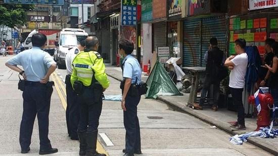 香港旺角一女子离奇倒毙路边警方到场调查(图)