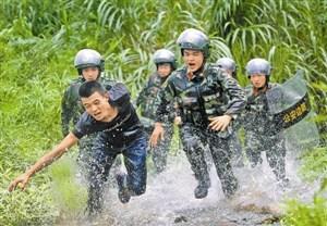 深港警方开展反偷渡、反走私专项演练(图)