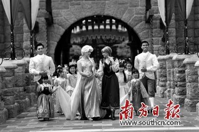 香港迪士尼开启夏雪节和艾莎女皇一起过暑假