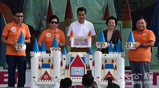 香港超人气游乐场荔园重开幕市民排队重拾经典