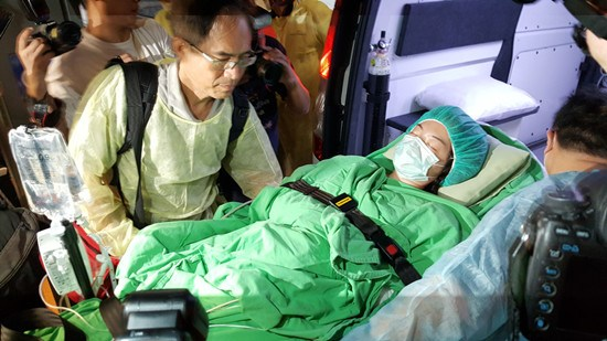 台粉尘爆炸香港伤员陈晓妍返港治疗莫子青脱离危险