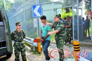 10外籍男欲从排污涵洞偷渡香港被广东边防截获