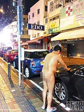 男子全身赤裸站香港街头被拍照上网(图)