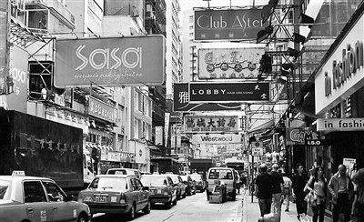 """6月个人游跌一成""""购物天堂""""香港面临新挑战"""