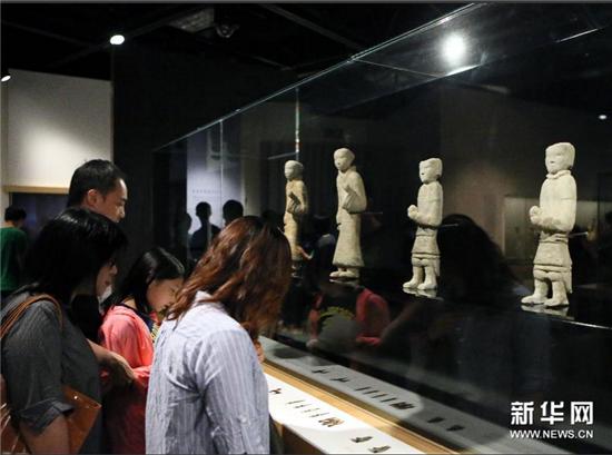 """图:大型汉代文物展""""汉武盛世""""受香港市民热捧"""