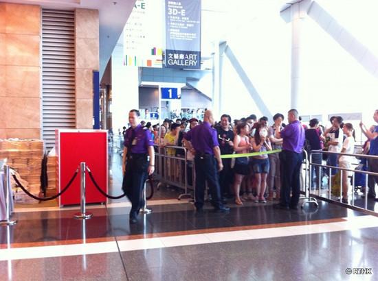 香港书展10点开幕观众凌晨1点排队(图)