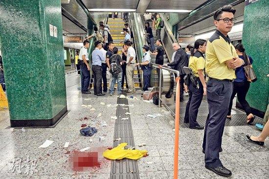 香港地铁高峰期发生砍人血案乘客奔逃场面混乱(图)
