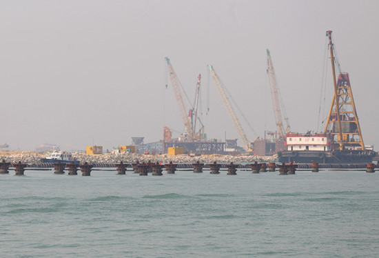 港珠澳大桥人工岛移位七米工程或将不能如期完工