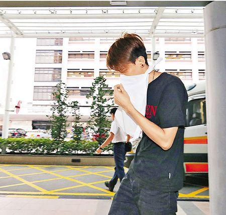香港街头疑发生迷晕劫案男子被人抢走50多部iPhone