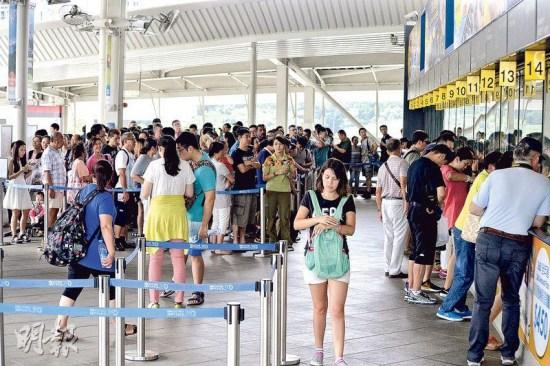 香港十一旅客突增业界:近万内地生在港考SAT