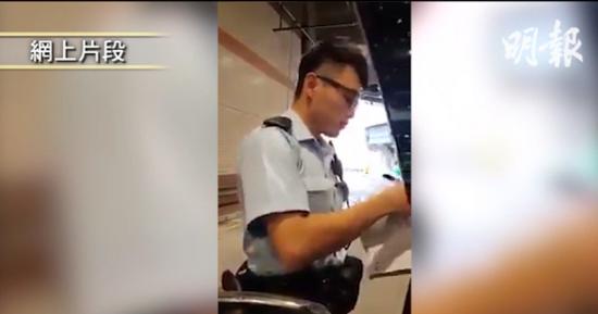 香港一警员执法中淡然应对粗口夫妻获网民大赞