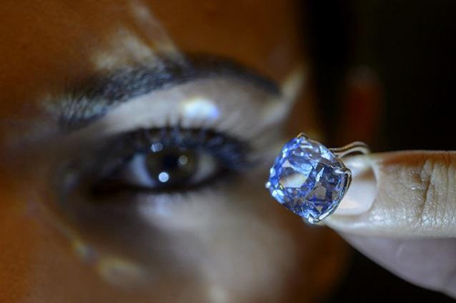 香港收藏家3.7亿港元投得巨钻打破宝石拍卖价纪录