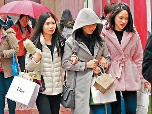 寒流逼近香港网民无惧寒冷组团大帽山观霜(图)