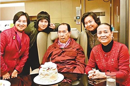 澳门赌王庆95岁生日 二太与子女捐200万祝寿(图)