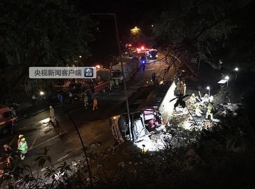 香港大埔公路事故巴士已拖离现场警方在场继续搜查