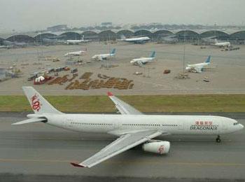 官员指香港机场拟提升跑道容量及研建第三跑道