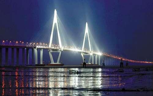 港珠澳大桥将是继杭州湾跨海大桥之后为中国桥梁景观设计方面形成