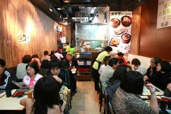 米芝莲摘星奇缘_香港小吃闻名在外 三平民小店登榜国际饮食指南——中新网