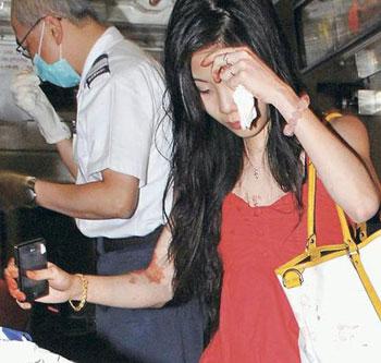男女日批动态_两批为数近30人男女,疑醉酒后因碰撞发生打斗,双方以酒瓶作武器,由