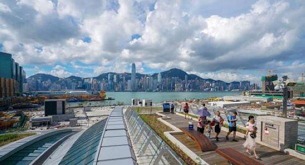 """评论:""""动感号""""承载香港人融入国家大局的企盼"""