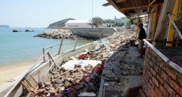 香港特区政府多名官员中秋假期视察风灾善后工作