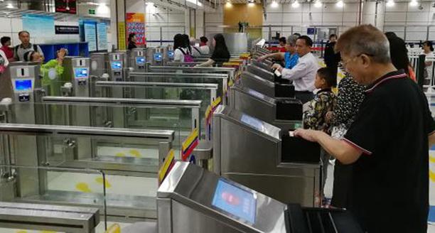 港媒记者体验深圳湾通关:旅客10分钟即可过关