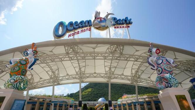 """香港海洋公园""""疫后重生"""":40余年主题乐园变身度假村"""