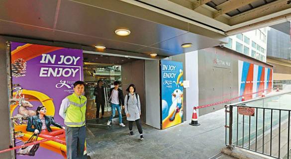 香港遭暴徒破坏商场重开 员工冀社会平静赚钱过好年