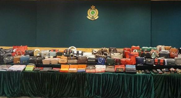 香港海关瓦解一冒牌货集团 检获约300万港元冒牌货