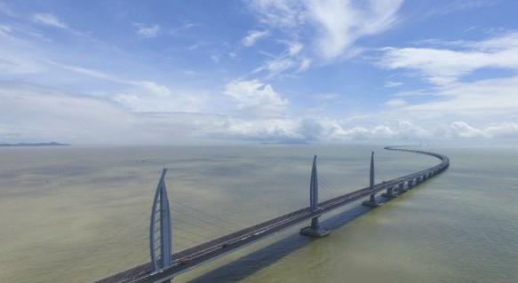 港珠澳大桥主桥农历新年假期小型客车免费通行