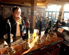 男性 英国/英国男性每年喝掉平均110品脱啤酒,位列全球第四。