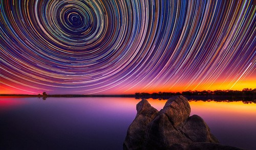 超长曝光技术拍摄夜空照片神似梵高星夜(图)