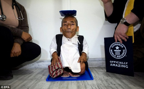尼泊尔72岁老人被确认世界最矮至今未婚(组图)