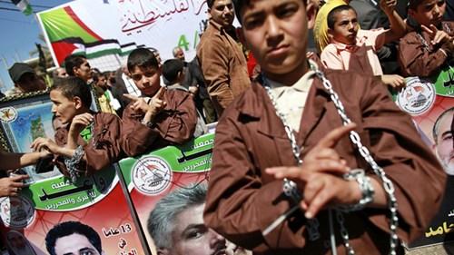 逾千巴勒斯坦囚犯�^食抗�h以色列�O�z待遇(�D)