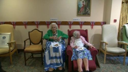 英两老妇成世界最长寿姐妹年龄总和213岁(图)