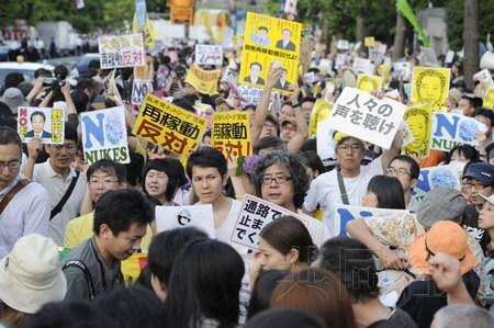 數萬人包圍日本首相官邸反對重啟核電站(組圖)